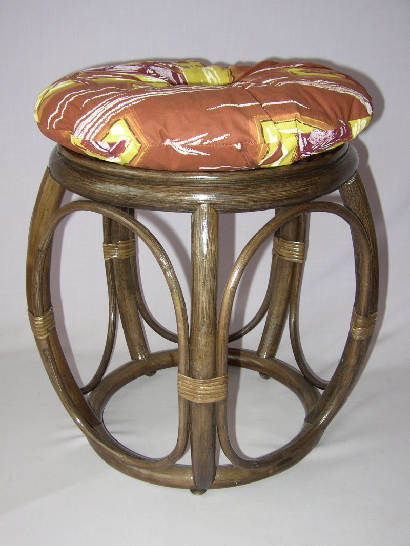 Ratanová taburetka široká hnědá polstr hnědý list