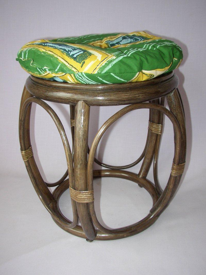 Ratanová taburetka široká hnědá polstr zelený